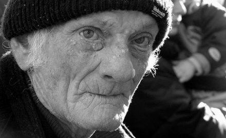 Video: 29 de bătrâni zac în lagărul de la Novaci
