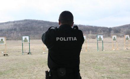 Poliţiştii se îmbată la datorie