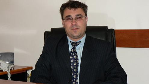 Una pe faţă, una pe dos, cu primarul comunei Peştişani, Florin Pavel