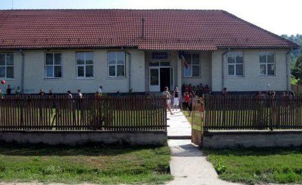 Primarul Gruescu repară cu 2,5 miliarde o şcoală … nouă!!!