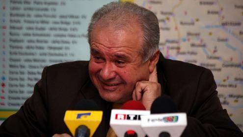 """Video. Călinoiu, luat cu HUOOOOO de un bătrân: """"Râsu' lumii! Halal conducere! Cum mai dați ochii cu lumea, pe stradă?"""""""
