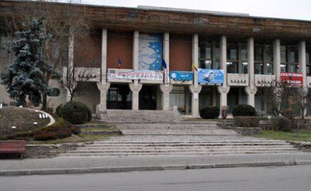 Din Casa de Cultură vor rămâne doar ziduri de Sarmisegetuză…