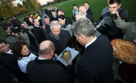 Ministrul Opaschi s-a pișat pe gorjeni și pe Brâncuși. Mulțumim, Victor Ponta!