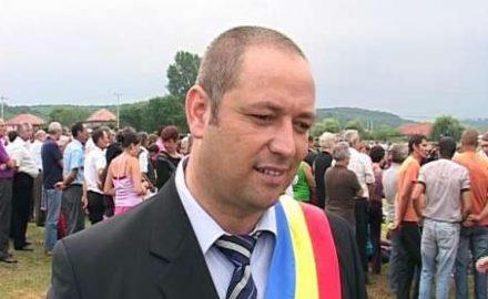 Bătaie la Padeș, între primar și un consilier local