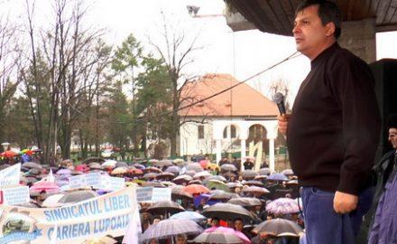 """VIDEO. Nelu Roșca scandează hitul primăverii: """"JOS CIUREL!"""""""