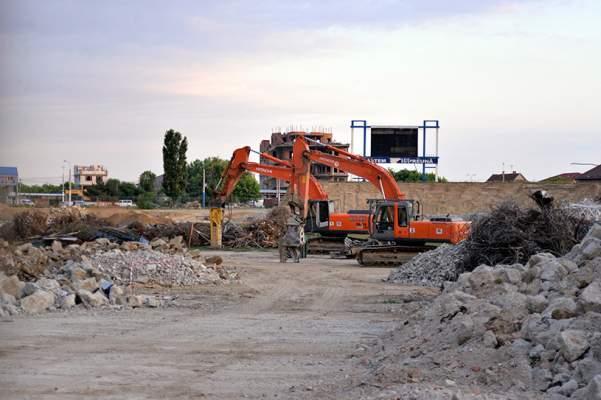 video-procesul-de-demolare-al-vechiului-ion-oblemenco-aproape-de-final-noul-stadion-al-craiovei-va-costa-55-de-milioane-de-euro