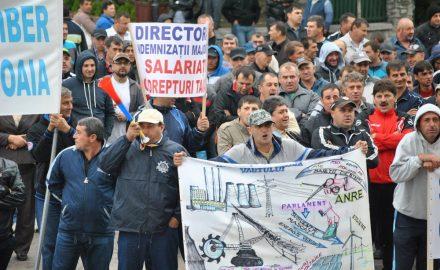 Video: Demisia lui Iohannis, cerută la Târgu Jiu, de peste 1000 de angajați ai Complexului Energetic Oltenia!