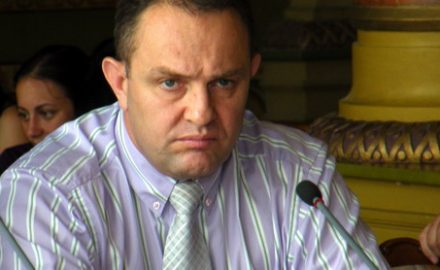 Ministrul Administraţiei şi Internelor i-a pus gând rău prefectului şpăgar