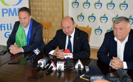 """Video: În timp ce Băsescu doarme, """"cofetarul"""" Davițoiu coace blaturile cu PSD-ul, în Oltenia"""