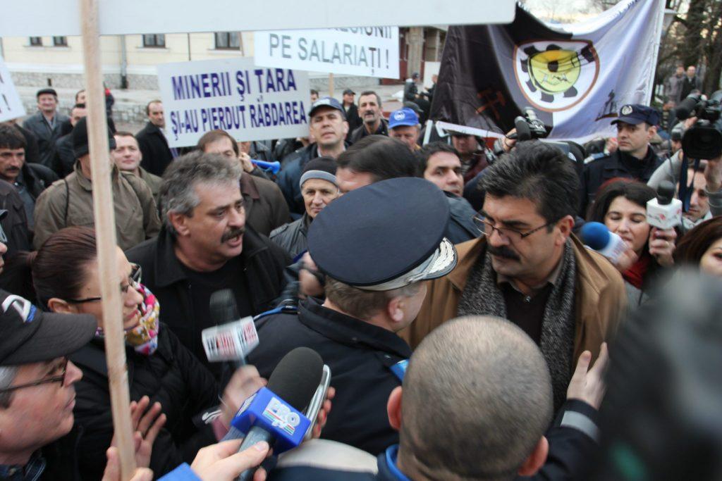 """DEGENERAȚIA sindicală. Liderii """"patrioți"""" din era Ciurel se bat azi ca chiorii pe bucile lui Boza"""